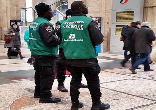 Immigrato spacca testa a studentessa italiana: ecco chi è addetto a sicurezza treni Milano – FOTO