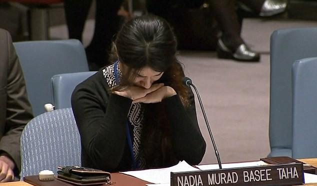 """Ragazza stuprata in lacrime all'ONU: """"Islamici stuprano donne e bambini, perché non fate nulla?"""""""