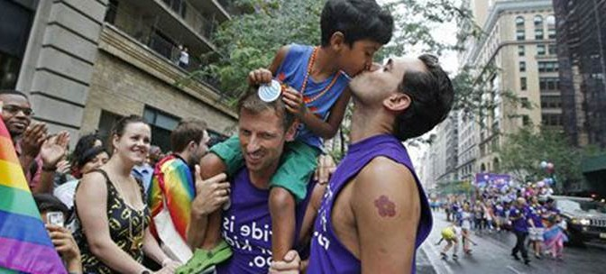 Gay stupra bambino: il padre lo riduce in fin di vita