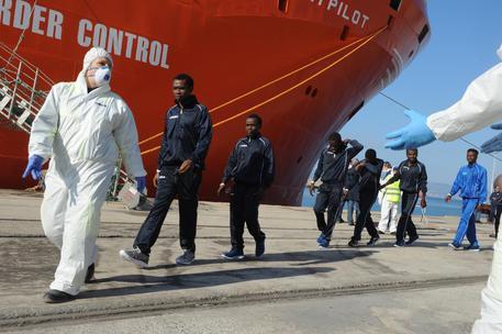 Nave norvegese scarica 624 clandestini a Trapani