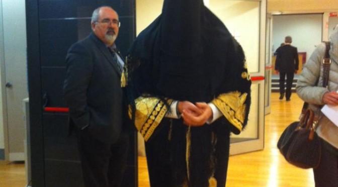 Islamica esige di portare il velo in biblioteca pubblica, licenziata