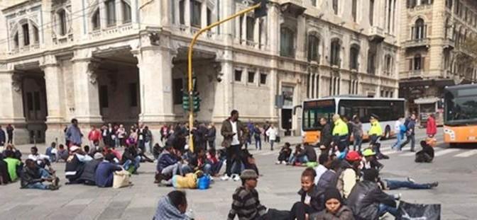 "Profughi minorenni assediano prefettura: ""Cambiateci hotel"""