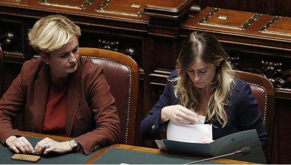 """Di Battista a Renzi: """"Come osi parlare di banche, dopo l'affaire Boschi?"""""""