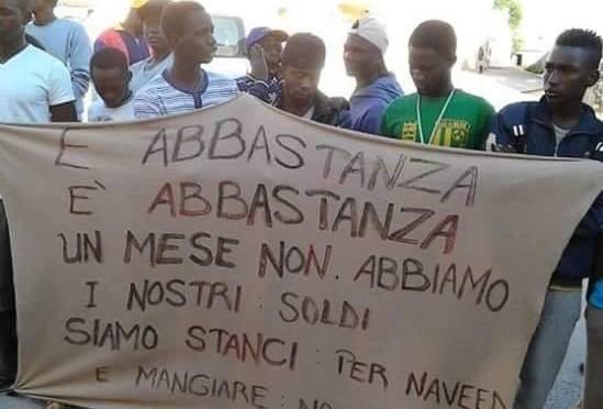 Ammucchiata alcolica tra profughi, arrivano carabinieri