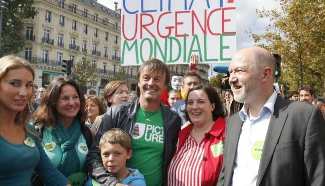 """Deputato anti-Le Pen denunciato per violenze sessuali: """"Ti sodomizzo"""""""