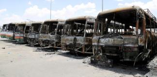 Gruppo Bin Laden in crisi licenzia 50mila immigrati: loro incendiano bus