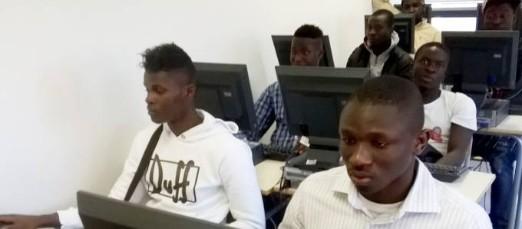 Spesi 650 mila euro per comprare divani e computer ai migranti