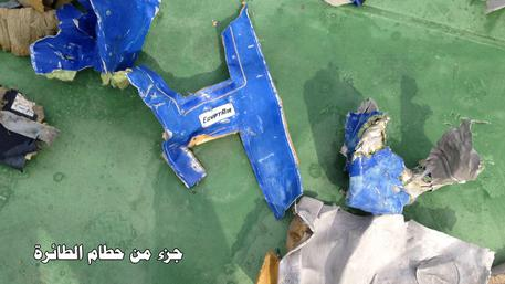 EgyptAir: trovate scatole nere, foto rottami in rete