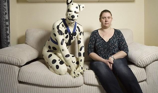 Dopo i gay e i trans ecco quelli che si credono cani – FOTO