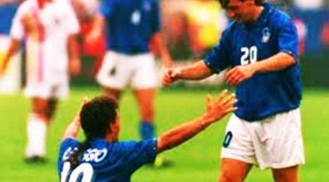 Italia – Spagna in maglie azzurra e rossa