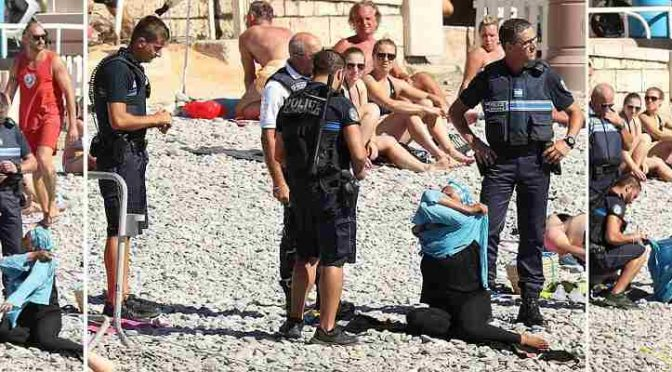 NIZZA: POLIZIA COSTRINGE ISLAMICHE A TOGLIERE BURKINI – VIDEO