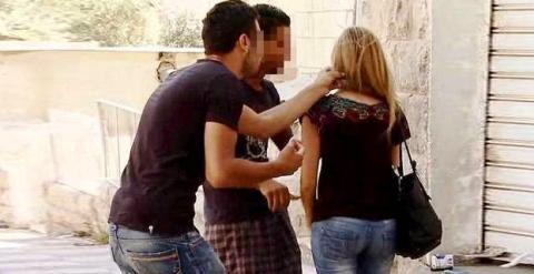 """Giovani Marocchine su stupri Colonia: """"Qui accade tutti i giorni, è normale"""" – VIDEO"""