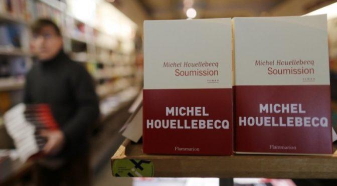 """Houellebecq: """"Estirpare Islam da Francia, votare Le Pen"""""""