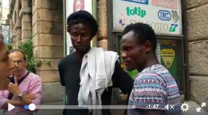 GENOVA: ECCO I PROFUGHI NELLA STRADA DELLO SHOPPING – VIDEO