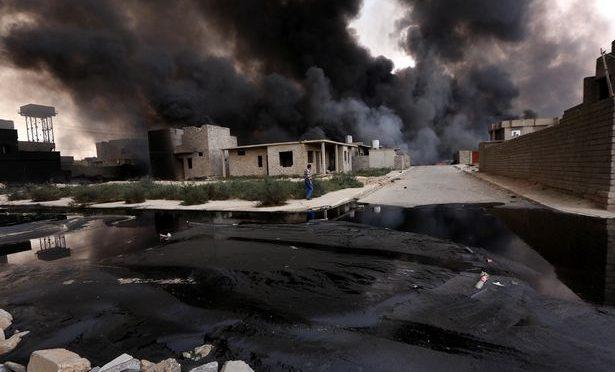 ISIS INONDA CITTADINA 'INFEDELE' DI PETROLIO IN FIAMME – VIDEO