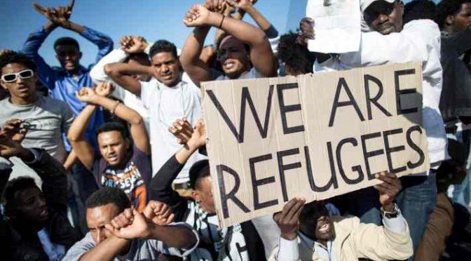 """Servizi Germania: """"ISIS invia terroristi islamici come profughi"""""""