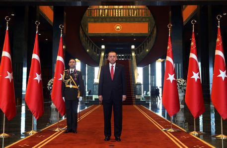 La reggia del sultano Erdogan ha 50 stanze in meno di quella di Mattarella