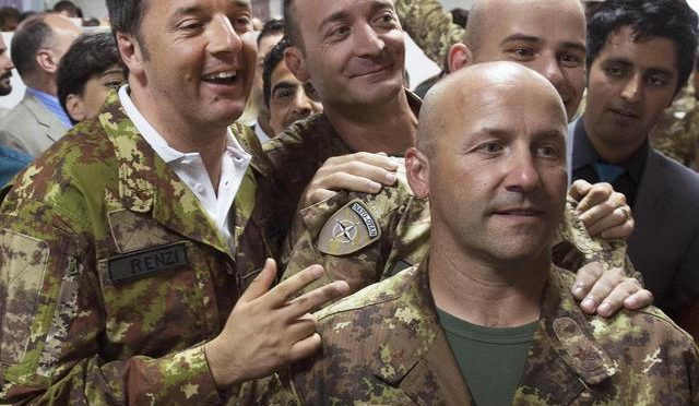 """""""400 mila clandestini traghettati in 2 anni"""": e manda i soldati in Lettonia"""