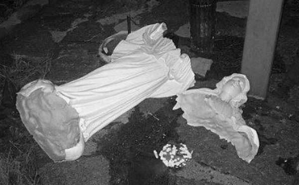 Distrutta un'altra statua della Madonna – FOTO CHOC