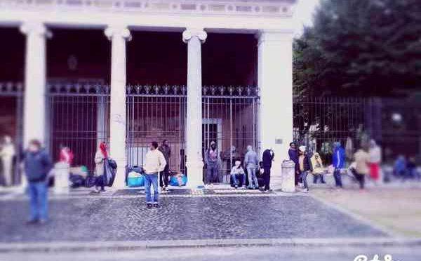 ROMA: VERANO TRASFORMATO IN ACCAMPAMENTO AFRICANO – FOTO VERGOGNA