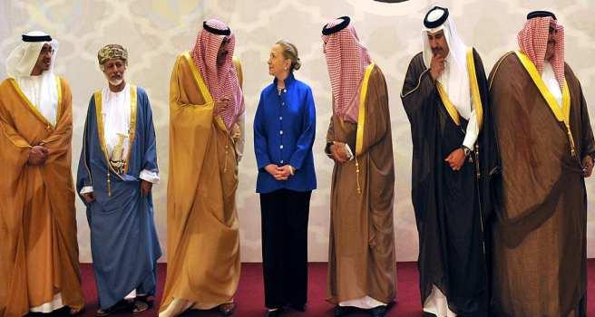 "WikiLeaks pubblica mail Clinton: ""ARABIA SAUDITA E QATAR FINANZIANO ISIS"""