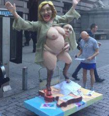 Clinton disperata: campagna promette pompini a chi la vota – VIDEO