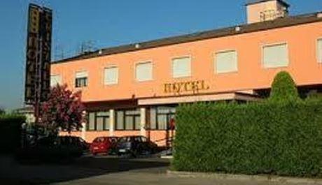 HOTEL REQUISITO DA GOVERNO PER OSPITARE PROFUGHI: PRONTO RICORSO