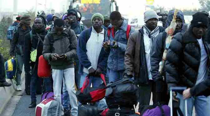 Calais: ragazza stuprata da 5 profughi durante sgombero