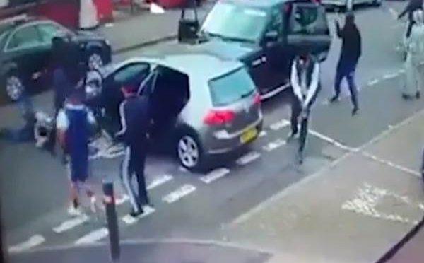Birmingham in mano a bande di immigrati: battaglia in pieno giorno – VIDEO CHOC
