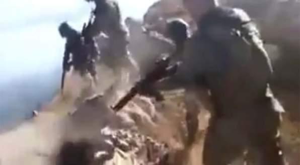 SOLDATI TURCHI PEGGIO DI ISIS: PRIGIONIERA LANCIATA DA MONTAGNA – VIDEO CHOC