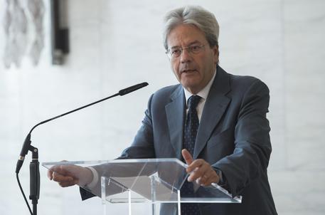 Governo perde pezzi: si dimette ministro Costa