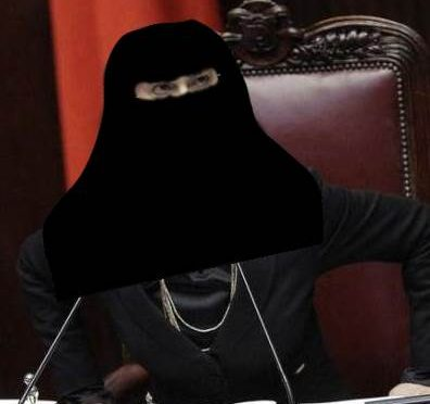Sposa islamico, inizia l'incubo: Velo, stupri e torture