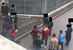 Udine, parchi assediati da profughi molesti: residenti fanno le ronde – VIDEO