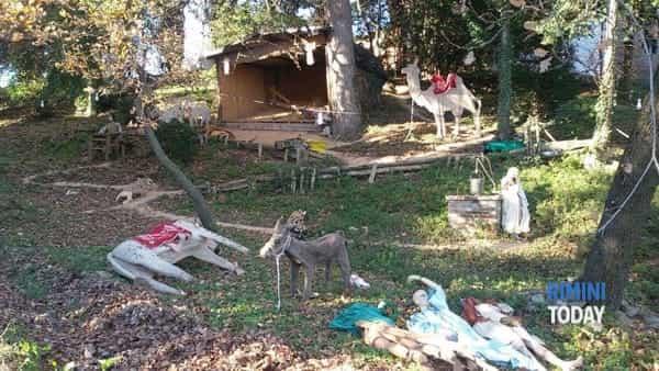 Rimini: decapitate statue Presepe, Gesù portato via
