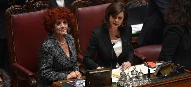 Fedeli, il trans-ministro già vicina a dimissioni: avrebbe mentito su titolo studio