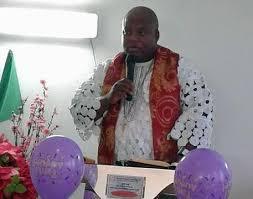 Arrestato prete trafficante: trasportava 6 clandestini nigeriani