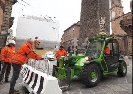 Bologna: barriere anti-terrorismo islamico per proteggere da camion islamici