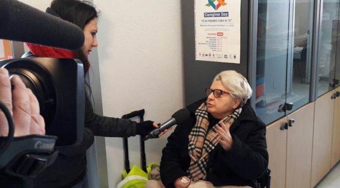 Italiana sotto sfratto a due passi hotel dei profughi, protesta