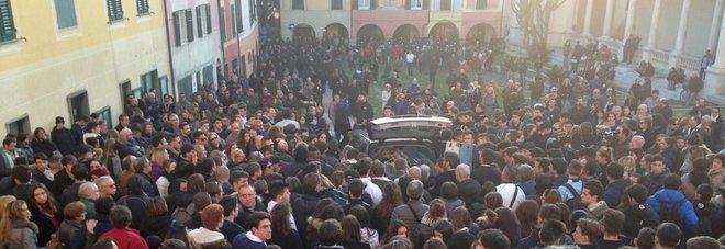 Lavagna, 16enne suicida per hashish: la lezione della mamma Antonella