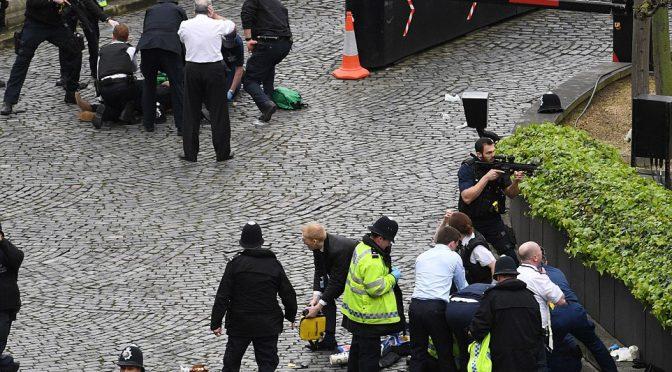 LONDRA: TERRORISTA E' MORTO, SEMBRA PAKISTANO DI 40 ANNI