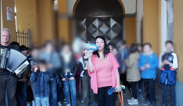 Marocchinate: balilla dell'Anpi in mezzo ai senegalesi – VIDEO
