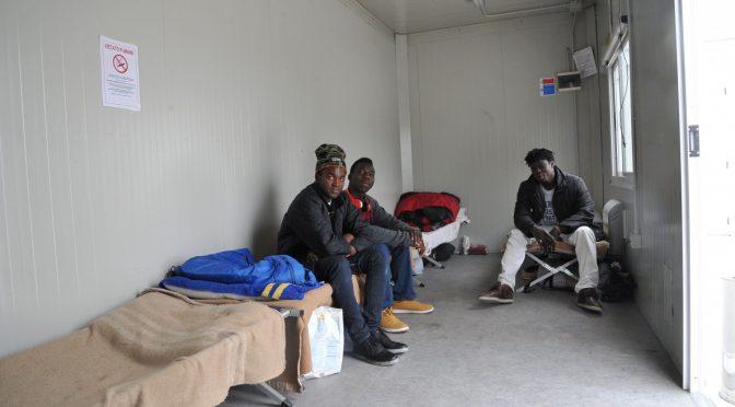 """Milano: apre '""""Oasi del clochard"""", ma sono quasi tutti immigrati"""