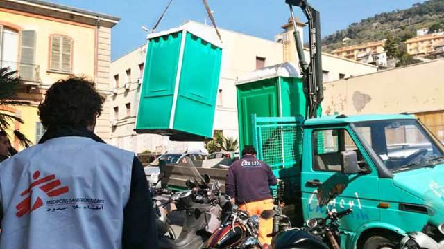 Ventimiglia, Medici Senza Frontiere sistemano bagni per clandestini