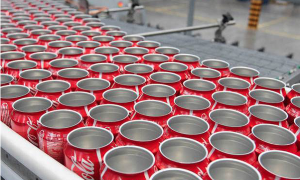 Escrementi in lattine Coca-Cola, inchiesta su immigrati