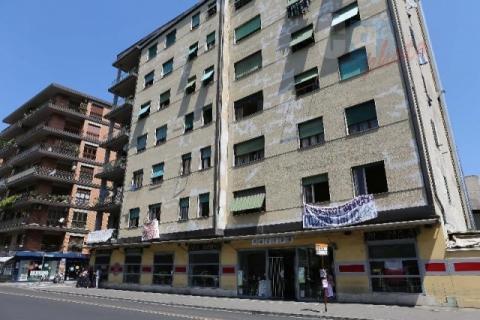 Costretti a pagare IMU anche se il loro hotel è occupato dai clandestini