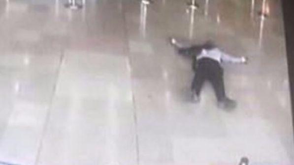 Orly, l'attentatore si chiamava Zied B. ed era un islamico comune
