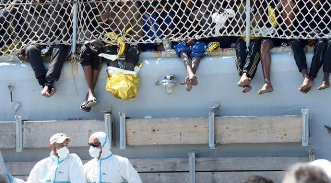 In arrivo a Salerno nave militare con 400 clandestini africani, si cercano hotel