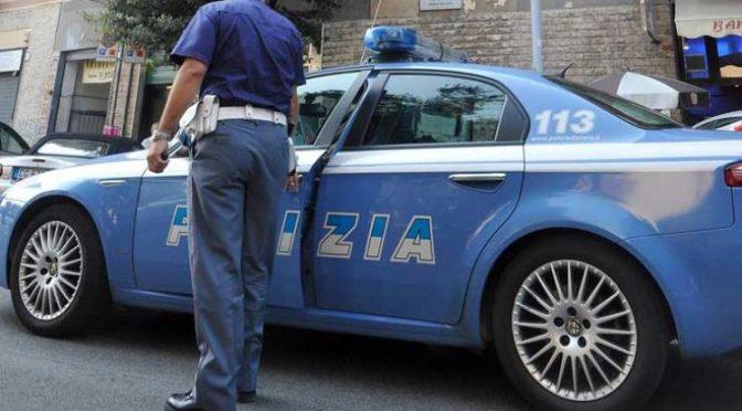 """Milano, Polizia: """"Facciamo da autisti a immigrati"""""""
