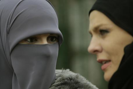 """Islamica: """"Fatima rasata perché aveva i pidocchi"""""""