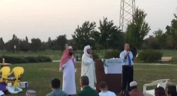 I terroristi di Rialto a festa islamica con i 'moderati' – VIDEO